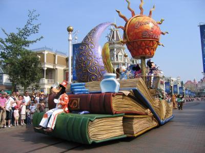 EURODISNEY  Des chars de la parade de jour  3