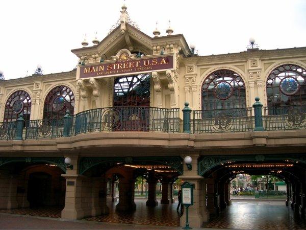 EURODISNEY - l'entrée, la gare et Main Street (rue principale)