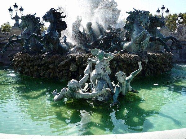 LE MONUMENT AUX GIRONDINS, à BORDEAUX