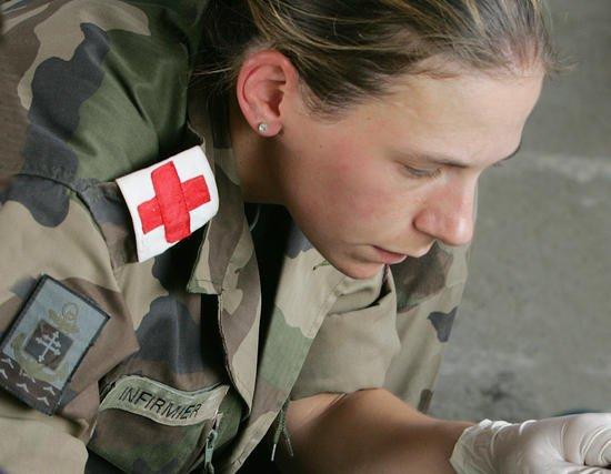 HOMMAGE AU PERSONNEL  SOIGNANT-  Vidéo Portrait d'infirmière du SAMU