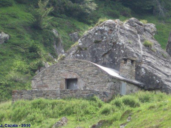 RANDONNEES PYRENEENNES - des cabanes et refuges