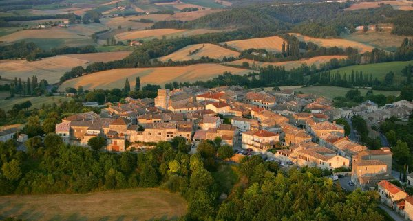 CASTELNAU DE MONTMIRAL - TARN -cité médiévale.