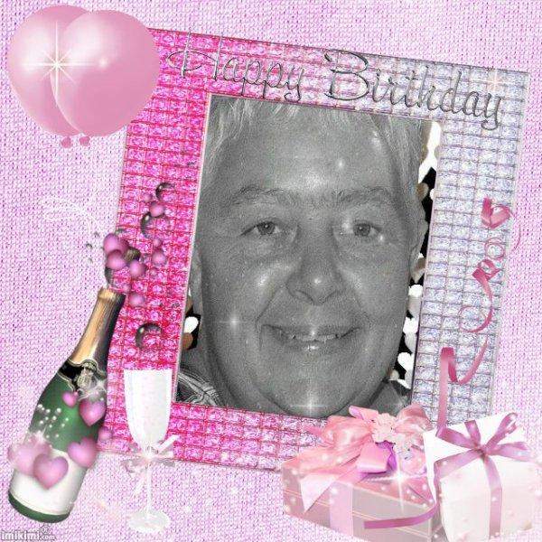 ♪♪♪♪ k-do pour mon amie christineditcricri62100 je te souhaite un joyeux anniversaire avec joie et bonheur ♪♪♪♪