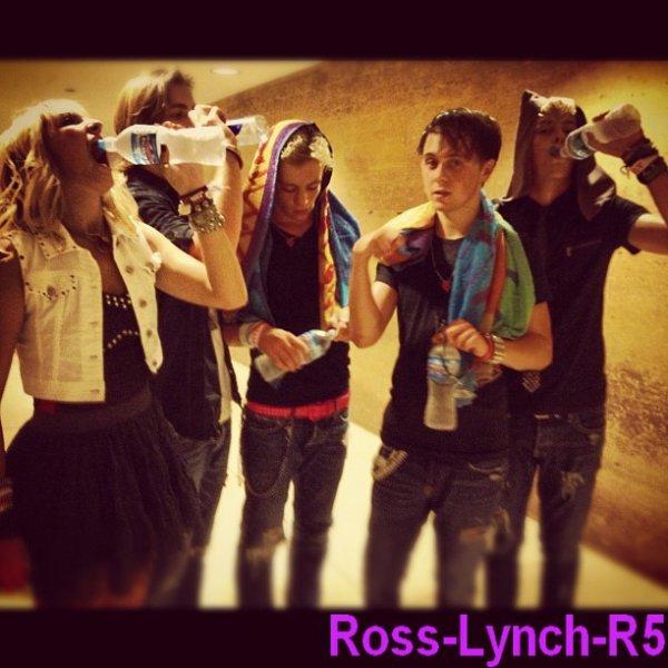 4 Septembre: Les Photos du passage de Ross a la radio disney + une vidéo de Ross a la radio Disney + Les Photos du concert des R5 a Chicago