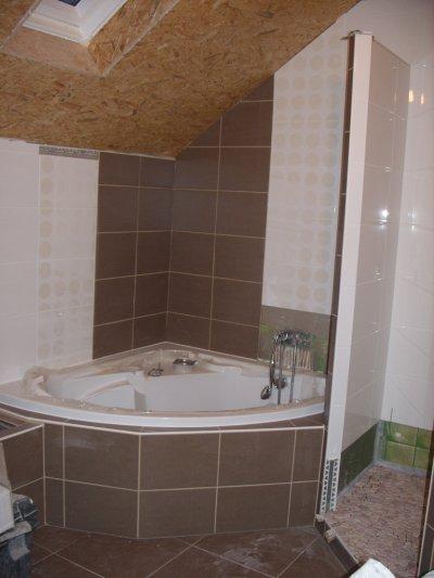jointage du carrelage mural et pose du sol de la douche la maison du bonheur. Black Bedroom Furniture Sets. Home Design Ideas