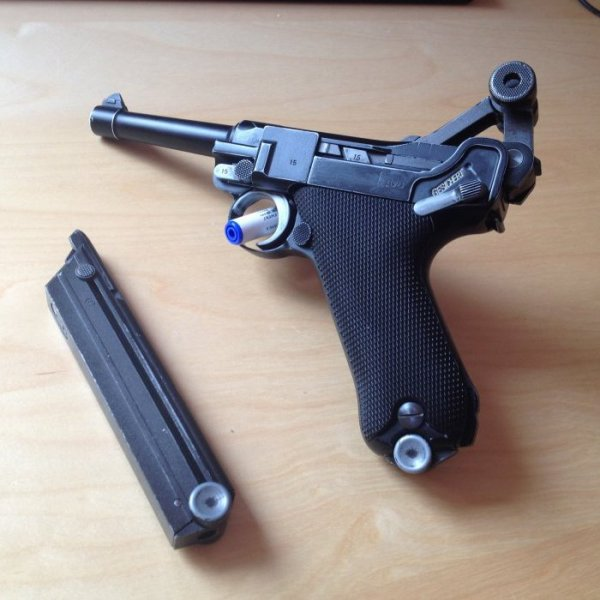 VENDU Luger P08