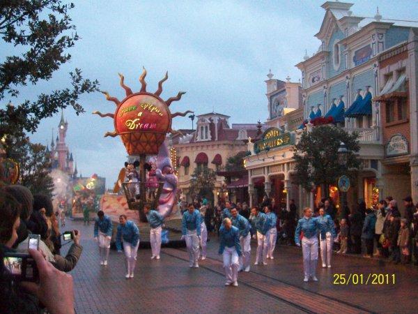 char de la parade des rêves disney avec mickey et minnie