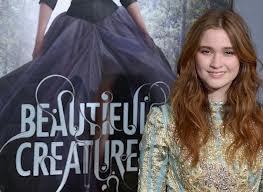 Alice Englert alias Lena Duchannes.