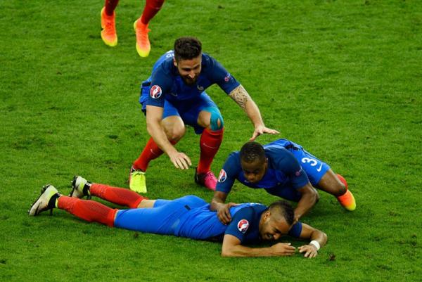 Payet sauve la France face à la Roumanie grâce à un bijou