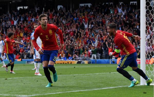 L'Espagne vient à bout de la République Tchèque grâce à une tête de Piqué
