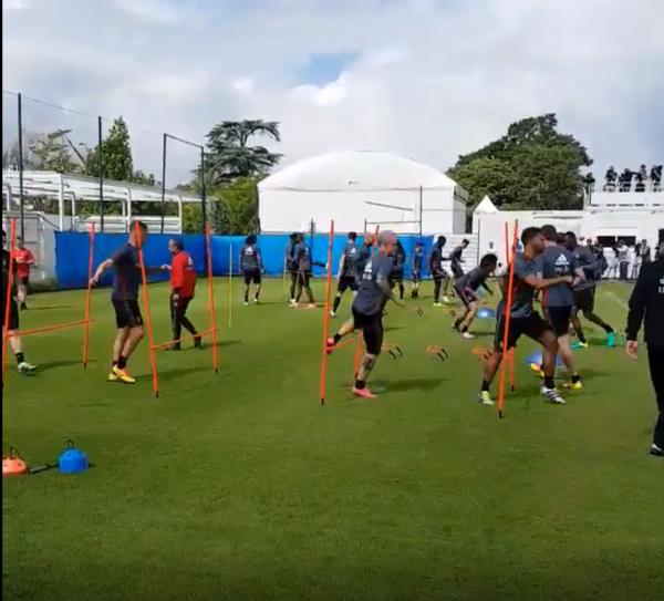 21 Diables à l'entraînement, Hazard et De Bruyne aux soins