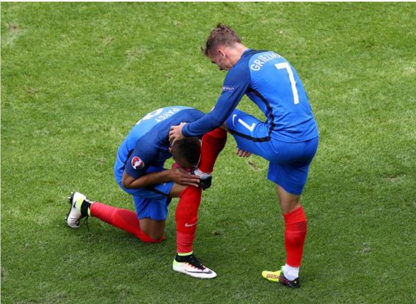 Menée 1-0, la France se qualifie grâce à un doublé de Griezmann