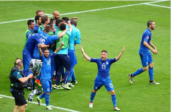 Une implacable équipe d'Italie élimine le double champion en titre