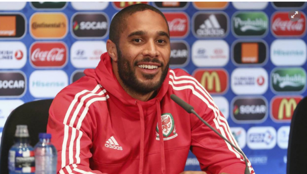 Ashley Williams, le capitaine du pays de Galles, ne tarit pas d'éloges au sujet d'Eden Hazard