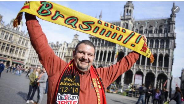 Des applaudissements pour Erik Reynaerts pendant pays de Galles-Belgique