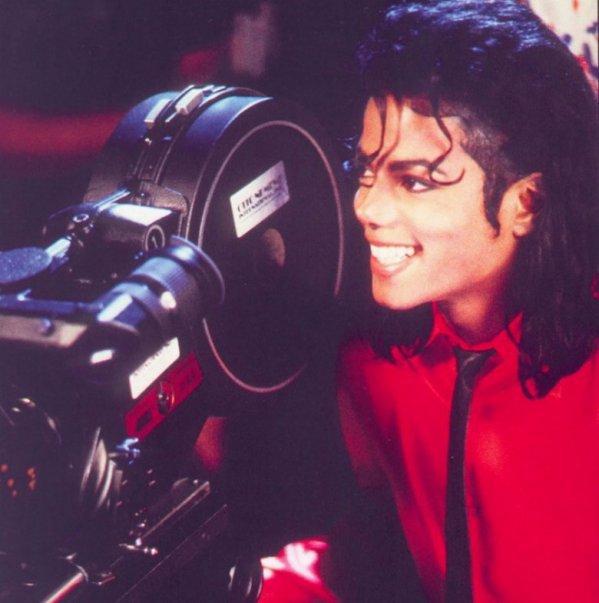 """""""Il y a des célébrités, il y a des vedettes, des stars, des super Stars. Et puis il y a Michael Jackson""""."""