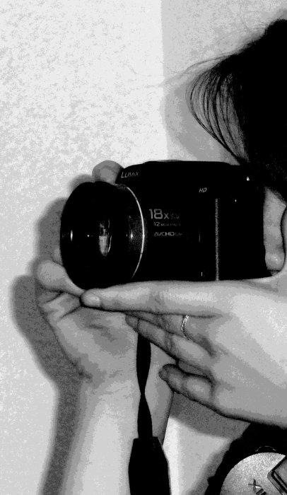"""""""Ce que la photographie reproduit à l'infini n'a lieu qu'une fois.""""   Roland Barthes"""