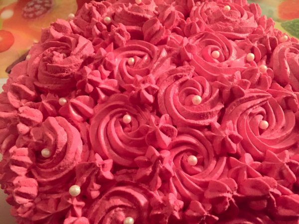 rose cake avec framboise mascarpone creme chantilly
