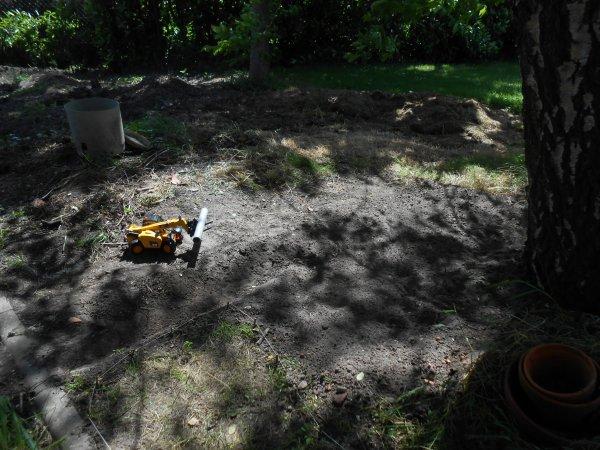 Et oui j'ai enfin debarasser le tat de bois et mes cailloux resultat : un nouveau champs et construction d'un fausser