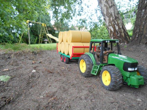 Transport de paille ( modif terrain j'ai enlever le fausser et la pature pour faire un plus grand champs )