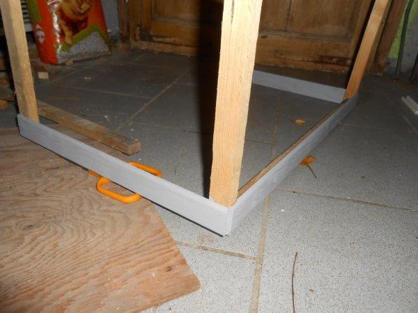 Projet : modification batiment : j'ai commencer a peindre les sous bassement du hangar a paille