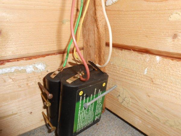 Projet : modification batiment : Stabulation j'ai soudé les fil avec les piles et fait une sorte de boite pour mettre mes pilles