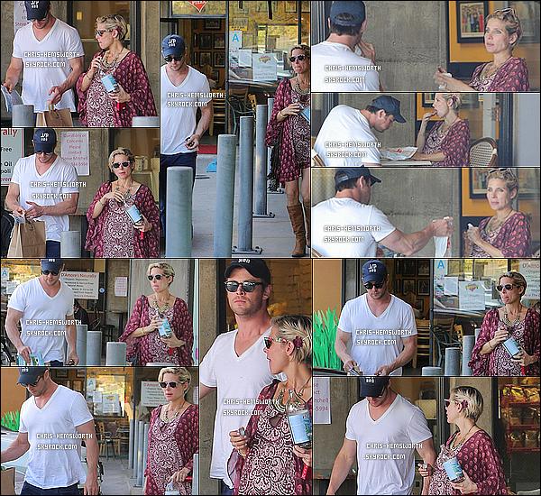6/03/2014 : Chris Hemsworth  a été vu avec sa femme Elsa   manger  dans une pizzeria à Malibu  en Californie       Magnifique candid. L'accouchement de Elsa ne serait apparemment plus qu'une question de jours (affaire à suivre ...) j'ai hâte en tout cas