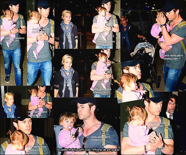 """19/12/2013 : Chris H. a été vu avec sa femme Elsa et leur fille India Rose à l'aéroport de  LAX à Los Angeles    Une sortie  en famille  pour Chris qui a fini le tournage du film """"In the Heart of the sea"""" , Elsa  enceinte de leur 2éme enfant est radieuse"""