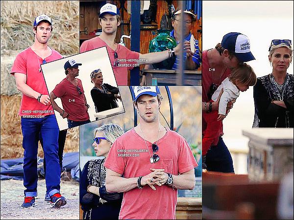 27/12/2013 : Chris Hemsworth a été vu avec sa femme Elsa Pataky et leur fille India Rose à  Los Angeles      Très peu de photos  disponibles , de cette sortie . Ces photos datent du 27 décembre 2013 et viennent donc tout juste d'apparaître !
