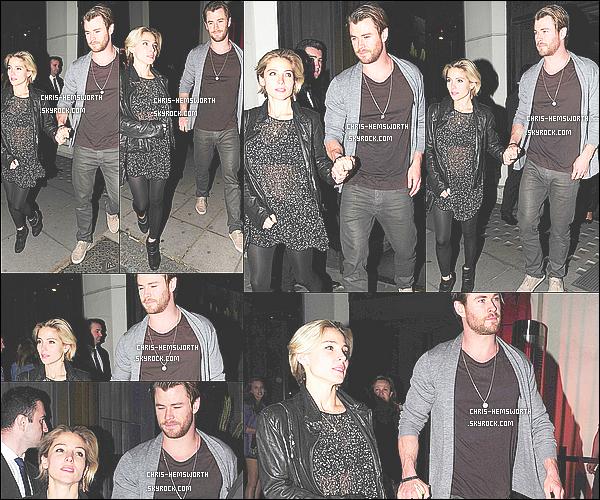 24/05/2014 : Chris Hemsworth  a été vu avec sa femme Elsa main dans la main à  Londres en Angleterre     Le couple est très mignon , Elsa semble se laisser repousser les cheveux et Chris est comme toujours magnifique, Une belle sortie !