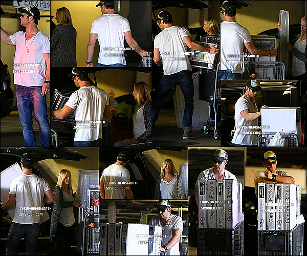 10/02/2014 : Chris H. a été vu faire du shopping avec sa maman Léonie à  Santa Monica en Californie _