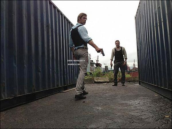 Découvre la première image du nouveau film dans lequel Chris jouera: Cyber de Michael Mann   Chris jouera le rôle d'un flic expert en cybercriminalité , le film sortira le 16 Janvier 2015 aux Etats-Unis. Perso j'ai hâte de le voir
