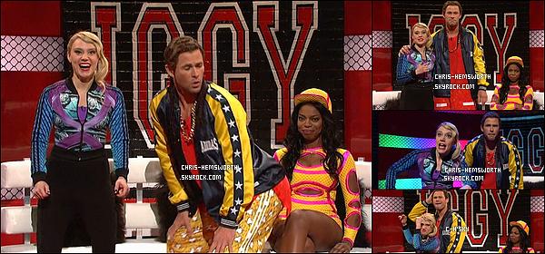 . 7/03/2015 : Chris était au Saturday Night Live  à  New York City ou il a posé avec ses frères Liam et Luke  Chris a parodié les rappeuses Iggy Azalea et Azealia Banks  - Chris a désormais un compte twitter officiel   : @chrishemsworth (clique) .