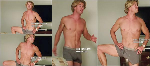 → Chris H. en caleçon avec son corps parfait apparaît dans le trailer du film « Vacation»