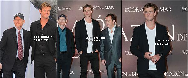 """. 23/11/2015 - Chris Hemsworth était à la première du film """"In The Heart Of The Sea"""" à Mexico au Mexique ."""