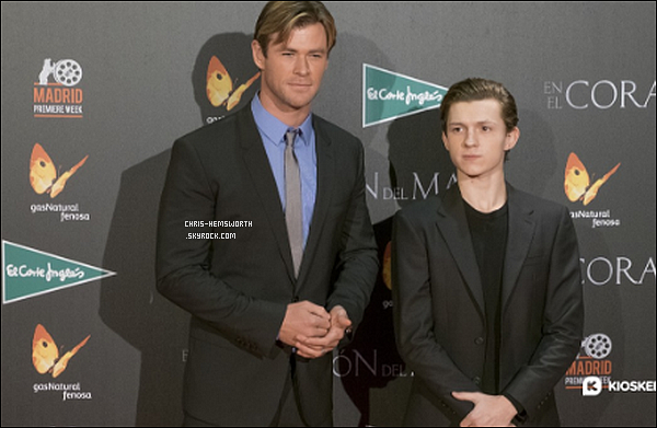 "03/12/2015 - Chris était avec Tom Holland et sa femme Elsa Pataky à la première de ""In the heart of the sea"" à Madrid en Espagne"