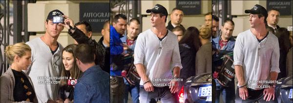 05/12/2015 - Chris était avec sa femme en train de faire des selfies avec les fans à Madrid (Espagne)