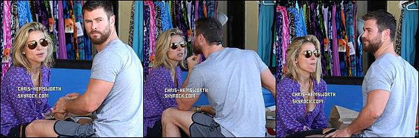 09/07/2016: Chris et sa femme Elsa Pataky ont fait un pique-nique en amoureux à  Currumbin Beach (Australie) Après 5 ans de mariage et 3 enfants le couple est toujours aussi heureux, et soudés affichant un amour sans failles, ils sont si mignons