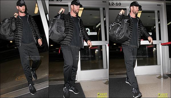 05/02/2017 : Chris Hemsworth a été vu à l'aéroport de LAX à Los Angeles afin de prendre un vol de nuit