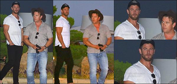 """24.07.2017 : Chris Hemsworth et son frère aîné Luke ont été déjeuner au Restaurant """"Nobu"""" situé à Malibu"""