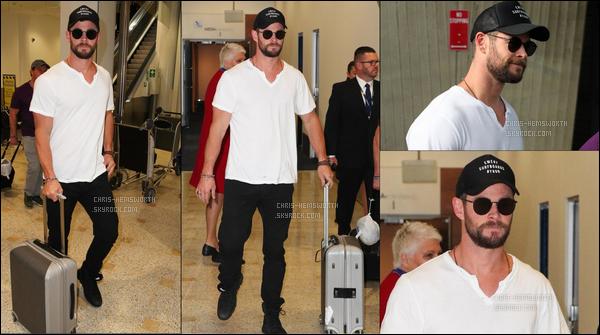 13.10.2017 : Chris Hemsworthest de retour dans son pays natal , l'Australie ou il a été vu dans un aéroport