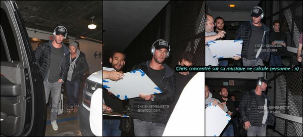 04.01.2018 : Chris Hemsworth , de retour de vacances a été aperçu à l'aéroport de LAX, situé à Los Angeles l