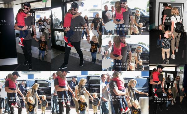 17.10.2017 : Chris Hemsworth, sa femme et leurs enfants étaient à l'aéroport de LAX,  situé à Los Angeles