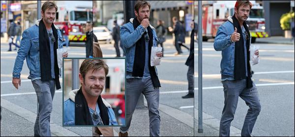 10.03.2018 : Chris Hemsworth qui arbore une moustache a été aperçu se promenant à Vancouver au Canada