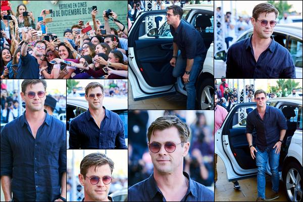29.09.2018 : Chris a été vu arrivant à l'hôtel Maria Cristina durant le festival du film de San Sebastian en Espagne
