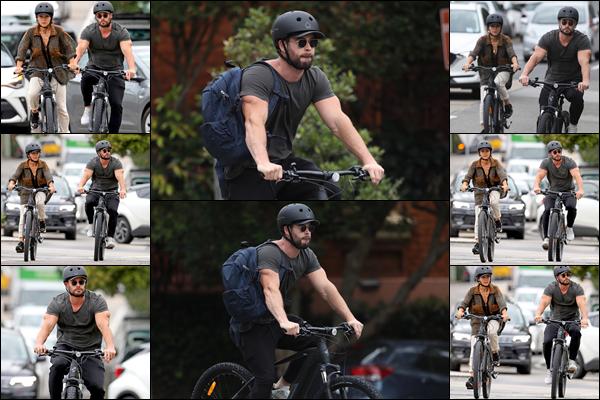 ● 03/03/2021  : Chris Hemsworth a été aperçu faisant une balade à vélo avec son épouse Elsa situé à Sydney  Notre beau couple était prévoyant puisqu'ils ont mis des casques sur leur tête, ils sont vraiment trop mignons