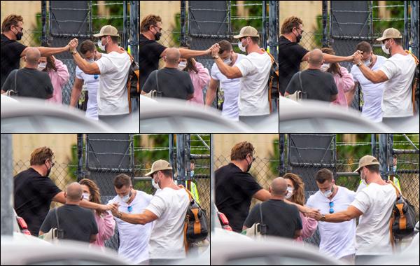● 01/04/2021  : Chris Hemsworth est arrivé à bord d'un jet privé à l'aéroport de Ballina situé en - Australie  Malheureusement covid oblige Chris était masqué et on n'a pas beaucoup l'occasion de le voir c'est vraiment dommage !