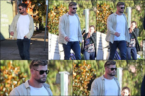 ● 19/05/2021  : Chris Hemsworth a été aperçu allant dîner au restaurant Totti's situé à Bondi dans Sydney  Côté tenue, Chris Hemsworth avait une tenue plutôt classique comme à son habitude mais très élégante ! C'est un top
