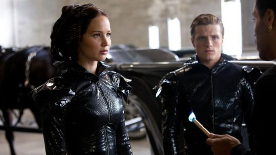 Peeta et Katniss pendant la parade des tributs
