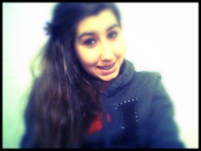 *_Même si je sais que tout s'efface, tu restes là et rien n'se passe. Tu m'aimes bien, je t'aime tout court, la différence s'appelle l'amour.♥